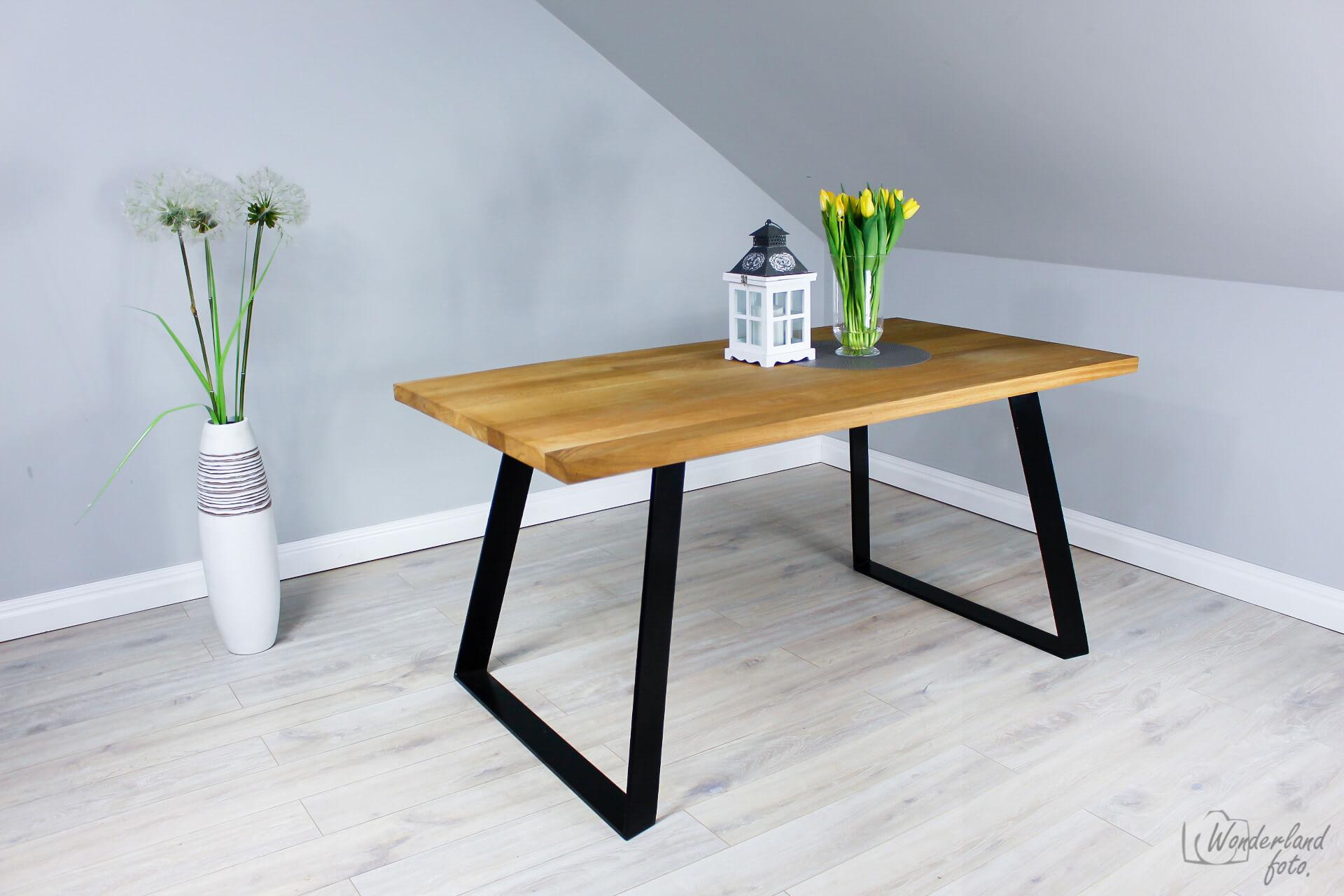 Stół Dębowy Wykończony Czarną Masą